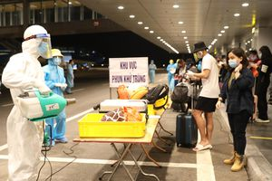 343 người Việt từ Mỹ về đến sân bay Vân Đồn