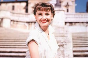 Nhan sắc biểu tượng của Audrey Hepburn thời hoàng kim