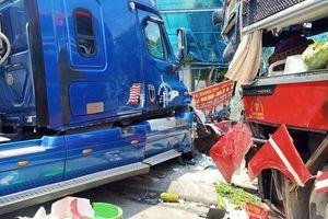 Xe khách đấu đầu container, 1 người tử vong