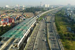 Mâu thuẫn về giá cả, nhà thầu căng băng rôn trên tuyến Metro Bến Thành - Suối Tiên