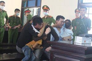 Nhận án tử, 2 kẻ 'cõng' ma túy ở Hà Tĩnh ôm vợ con khóc nức nở