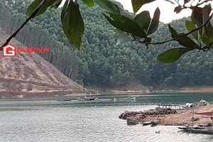 'Cát tặc' lộng hành trong lòng hồ thủy điện Hương Điền - Thừa Thiên Huế