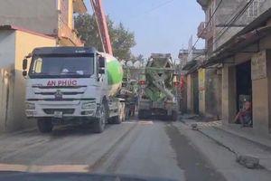 Xe chở vật liệu xây dựng tàn phá đường làng ở Bắc Ninh
