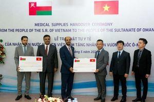 Trao tặng 100 nghìn khẩu trang hỗ trợ nhân dân Oman phòng, chống dịch Covid-19