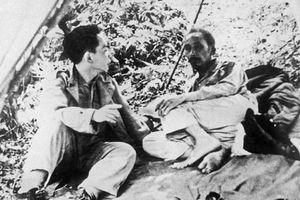 Phút giải lao của Hồ Chủ tịch và Đại tướng Võ Nguyên Giáp