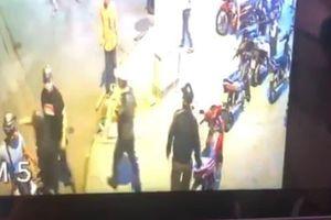 Người đàn ông bị nhóm giang hồ truy sát thương tích 42% ở Sài Gòn
