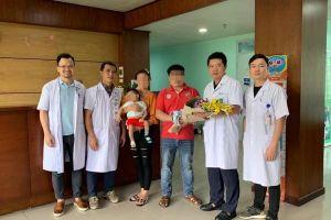 Bé gái người Lào được bác sĩ Việt Nam hồi sinh