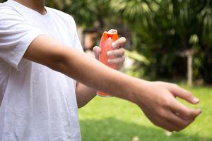 Dùng thuốc chống muỗi: Đừng để nhiễm độc