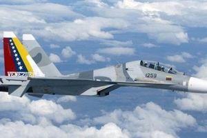 Su-30MK2 Venezuela mang tên lửa Kh-31 răn đe chiến hạm Mỹ