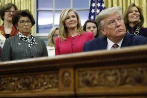 Lý do ông Trump 'kiệm lời' chuyện đối thủ bị tố tấn công tình dục