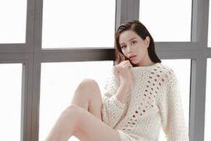 Sella Trương phô diễn đường cong hoàn hảo trong loạt trang phục quyến rũ