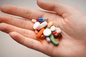 Dùng thuốc trị ung thư và thuốc kháng virus gần nhau: Tăng độc tính có thể gây tử vong