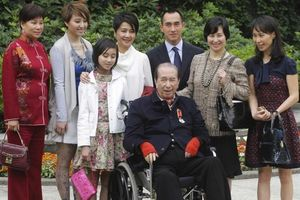 Ai có lợi thế trong cuộc chiến giành gia sản của 'vua sòng bài Macau'?