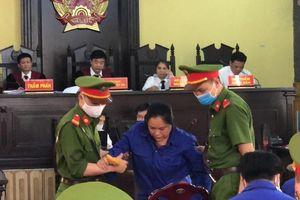 2 bị cáo trong vụ gian lận thi cử Sơn La được trả tự do tại tòa
