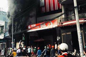 Giải cứu thành công một gia đình bị kẹt trong đám cháy
