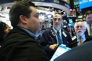 Giới đầu tư tập trung vào dữ liệu kinh tế, bỏ qua bất ổn hiện tại