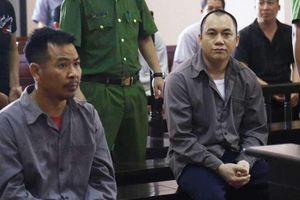 Vụ Innova lùi trên cao tốc: Vì sao bị cáo Hoàng bị xích chân tại tòa?