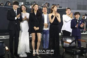 Kết quả 'Baeksang 2020': Kang Ha Neul - Kim Hee Ae thắng lớn, Son Ye Jin - Hyun Bin được yêu thích nhất