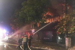 Nghệ An: Cảnh sát PCCC dập cháy quán bar trong đêm tại TP Vinh