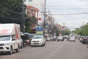 Lào hỗ trợ người lao động bị thiệt hại do Covid-19