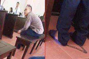 Không phải tội phạm nguy hiểm, vì sao tài xế Lê Ngọc Hoàng bị xích chân tại tòa?