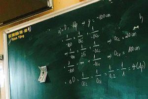 Thầy giáo 'chơi lớn' dùng tiền mặt khuyến khích học sinh lên bảng gây tranh cãi dữ dội