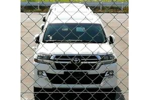 Lộ diện những hình ảnh đầu tiên của Toyota Land Cruiser 200