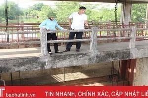 Mặn xâm nhập cống Trung Lương, Hà Tĩnh tập trung ép nước dưỡng lúa
