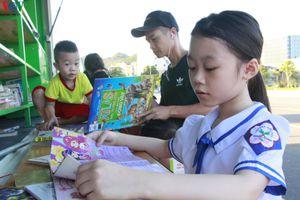 Triển khai mô hình 'Xe thư viện đa phương tiện lưu động' tại Sơn La