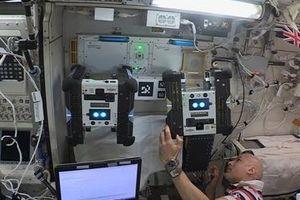 Bạn robot của các phi hành gia