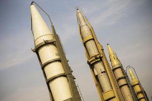 Tên lửa Iran sẵn sàng tấn công tàu chiến Mỹ