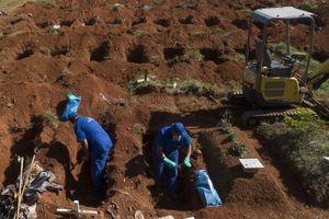 Nghĩa trang ở Brazil phải bốc mộ cũ để dành chỗ cho nạn nhân Covid-19