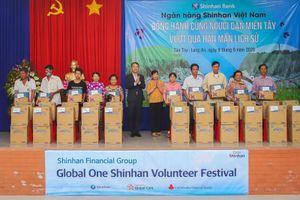 Ngân hàng Shinhan tiếp sức đồng bào miền Tây vượt qua hạn mặn