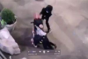 Mỹ công bố video cảnh sát bị người biểu tình tấn công