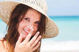 Bác sĩ chỉ rõ sai lầm khi bôi kem chống nắng rất nhiều người mắc phải