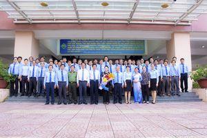 Chủ tịch Quốc Hội Nguyễn Thị Kim Ngân thăm trường Đại học SPKT Vĩnh Long