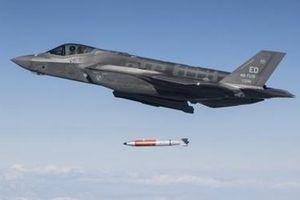 Hé lộ hình ảnh F-35A ném bom hạt nhân B61 ở California