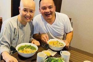 Nghệ nhân ẩm thực Nguyễn Dzoãn Cẩm Vân xuất hiện ăn cơm cùng con trai, món ăn cô nấu vẫn ngon và hấp dẫn như ngày nào