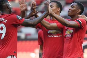 Hat-trick Martial phá 'dớp' săn bàn, Man United bùng nổ ở Old Trafford