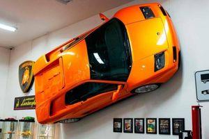 Cận cảnh Lamborghini Diablo VT treo tường đang được rao bán