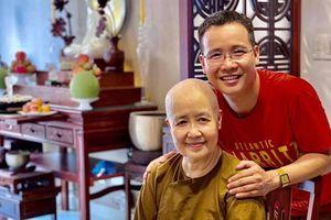 Sau thời gian xuất gia, cô Dzoãn Cẩm Vân bất ngờ xuất hiện cùng con trai nuôi