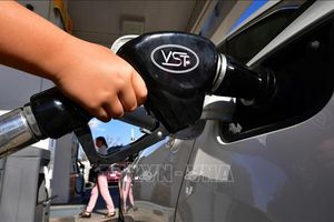 Giá dầu thế giới tăng gần 2% trong phiên 25/6