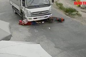 Ngã vào gầm xe tải, cô gái may mắn thoát chết trong gang tấc