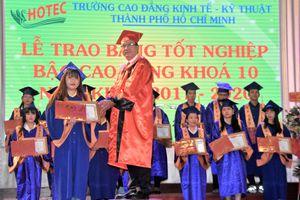 Gần 400 sinh viên HOTEC nhận bằng tốt nghiệp