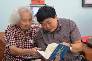 Tổng Giám đốc Đài Tiếng nói Việt Nam Nguyễn Thế Kỷ thăm nhạc sư Nguyễn Vĩnh Bảo