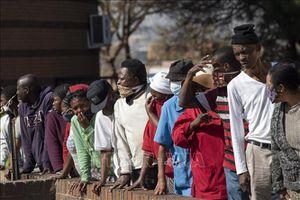 Nam Phi tiếp tục nới lỏng hoạt động kinh tế bất chấp dịch COVID-19 lây lan mạnh