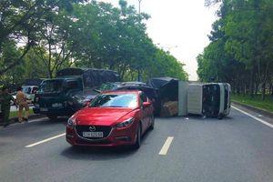 4 ô tô tông nhau, 2 cháu nhỏ thoát chết nhờ đổi chỗ