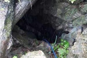 Bơm nước dưới hang sâu, 2 người chết vì ngạt khí