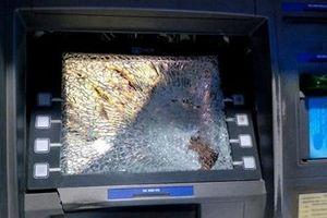 Đập nát màn hình ATM vì bị nuốt thẻ