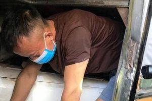 3 công dân trốn trong hầm xe khách tránh cách ly